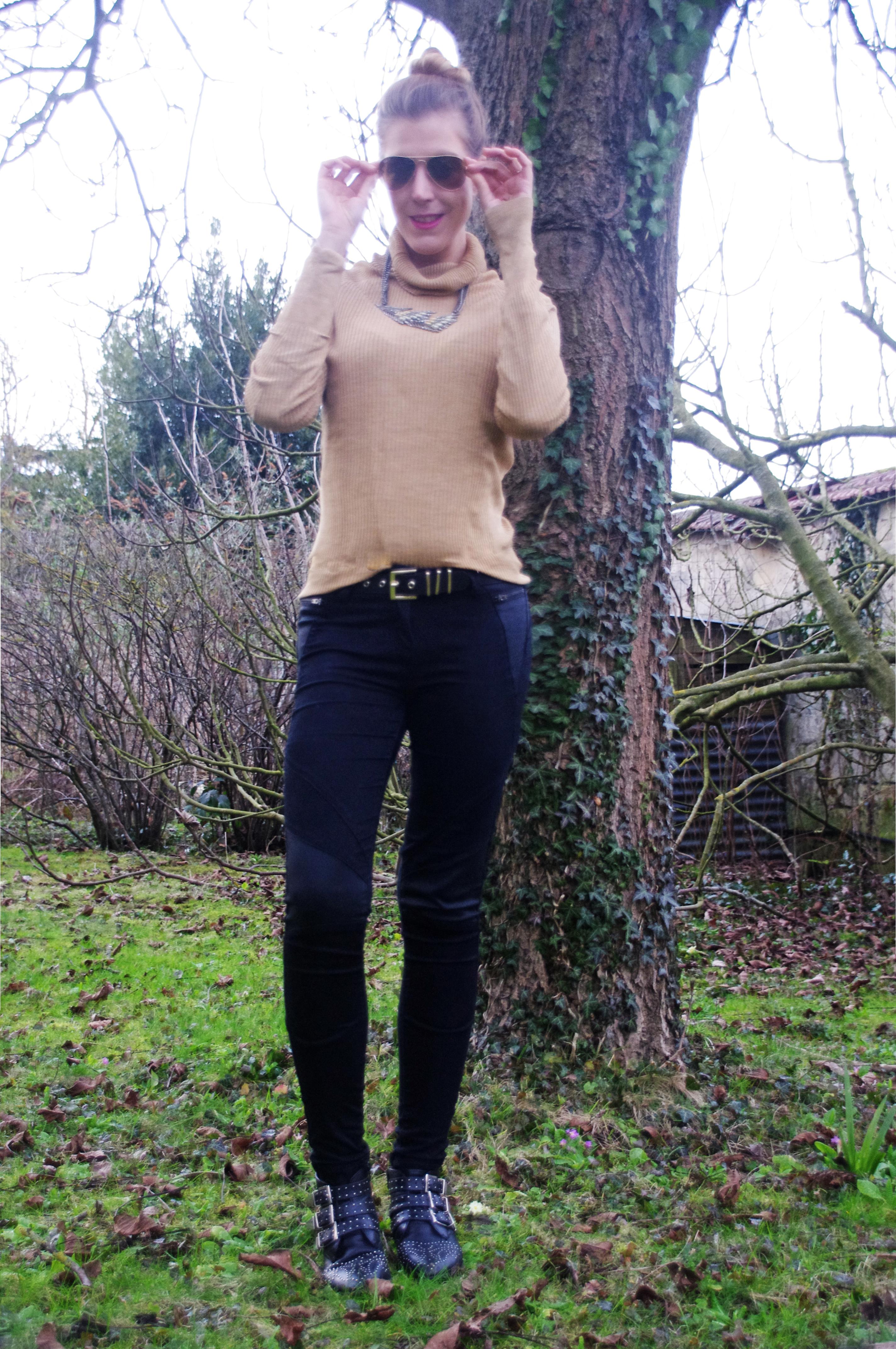 manteau bimatière, fourrure beige, fausse fourrure, col roulé camel, derhy, tommy hilfiger, slim en cuir, slim simili cuir, boots suzanna, boots office, look du jour, ootd, style d'un jour