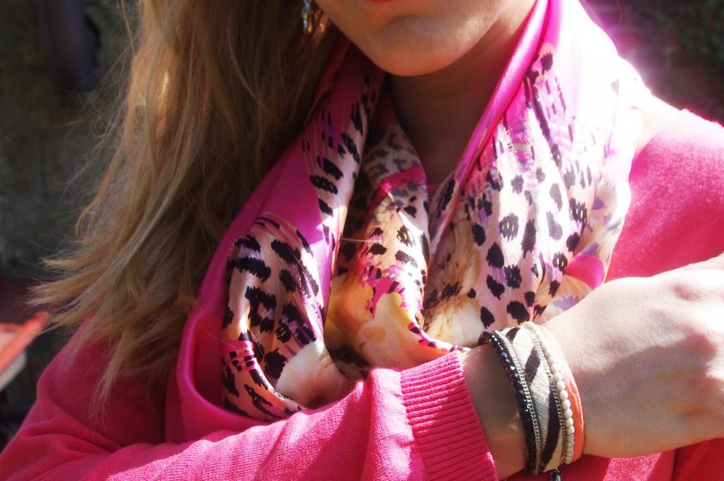 carrée de soie, allée du foulard, pull dos transparent, pull dos nu, derhy, jegging noir, primark paris, mocassins cuir, 3 suisses, bracelet multirangs, camaieu, look, ootd, look du jour, tenue du jour, blogueuse mode