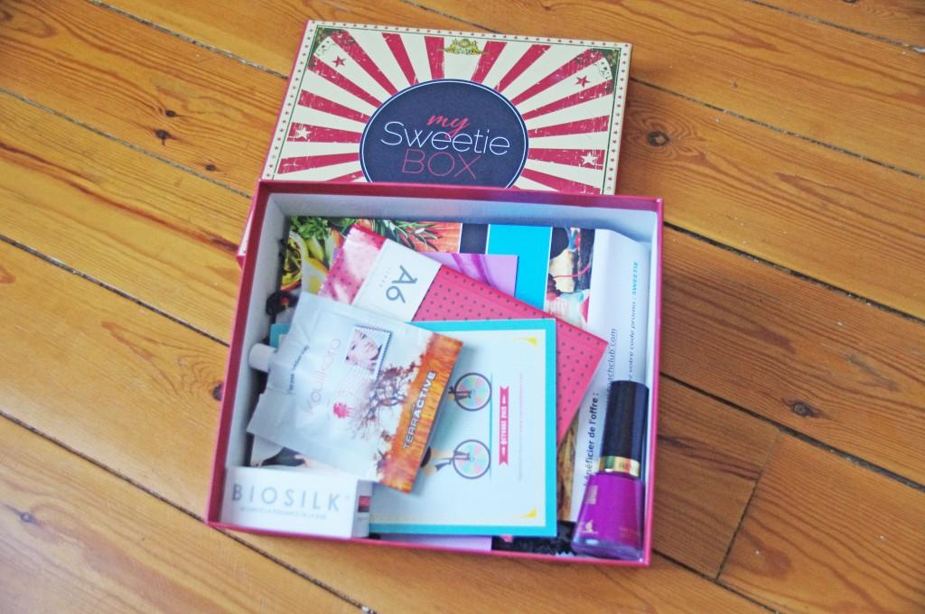 sweetie box, box beauté, box cadeau, box lifestyle, avis, revue, test, review, blogueuse beauté, youtubeuse, blogueuse mode, coach club, mapa, paper-ho,biosilk, miss cop, egyptian magic, revlon, koulikoro, terractive