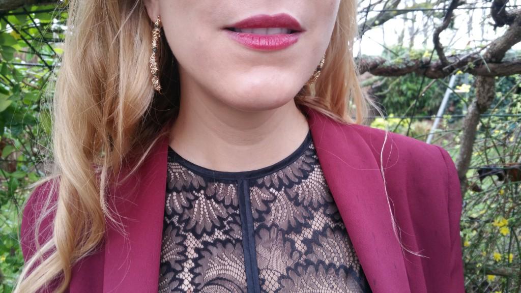 tenue de soirée, look réveillon, look noel, look bordeaux, look rouge, ootd, ootn, tenue du jour, blazer bordeaux, veste smocking femme, jupe en cuir, jupe bordeaux, top dentelle, top peplum, créoles, bottines noires et dorées, h&m, promod, justfab, blog mode, blogueuse mode