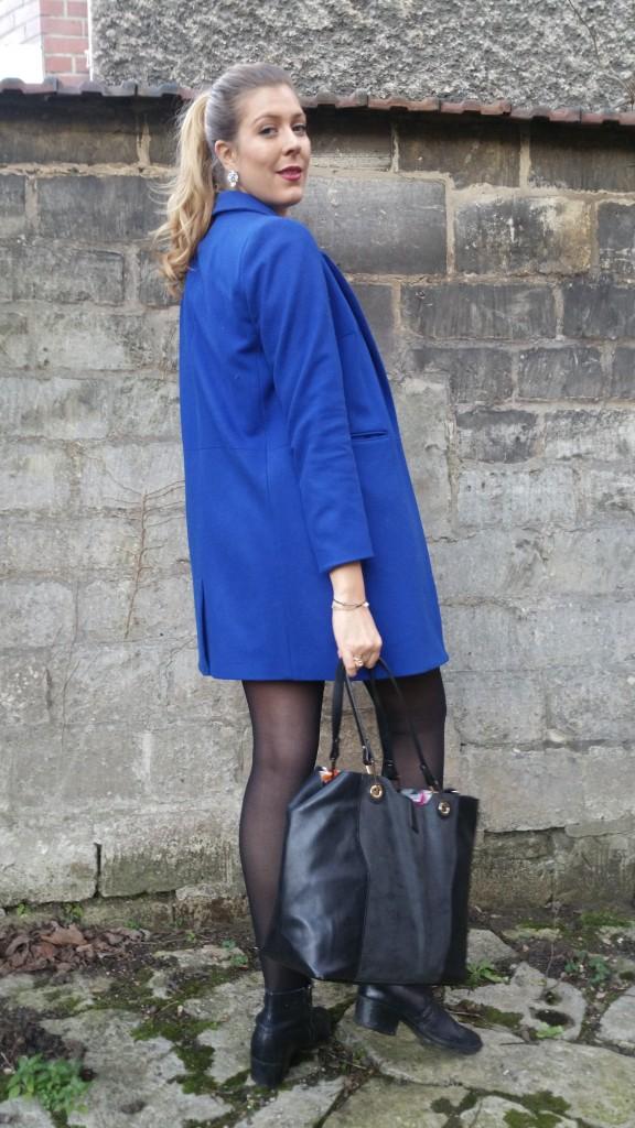 look, ootd, ootn, tenue du jour, daily look, nafnaf, balsamik, stradivarius, coton du monde, sac reversible, sac à main bimatière, sac multifonction, manteau bleu, manteau laine, manteau femme pas cher, chemise en jean, chemise originale, chemise brodée, boots, chelsea boots, london, vintage casual, preppy, look chic, blogueuse mode