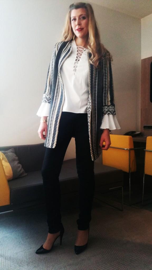 look cérémonie, ootd, ootn, tenue baptème, tenue mariage, look chic, tenue élégante, fashion, yoins, derhy, freeman porter, zara, veste ethnique, manteau mi saison, escarpins décolletés, blouse décolleté, blouse lacée, lacets, blouse seventies, blouse boho, escarpins haut talons, blog mode, blogueuse mode