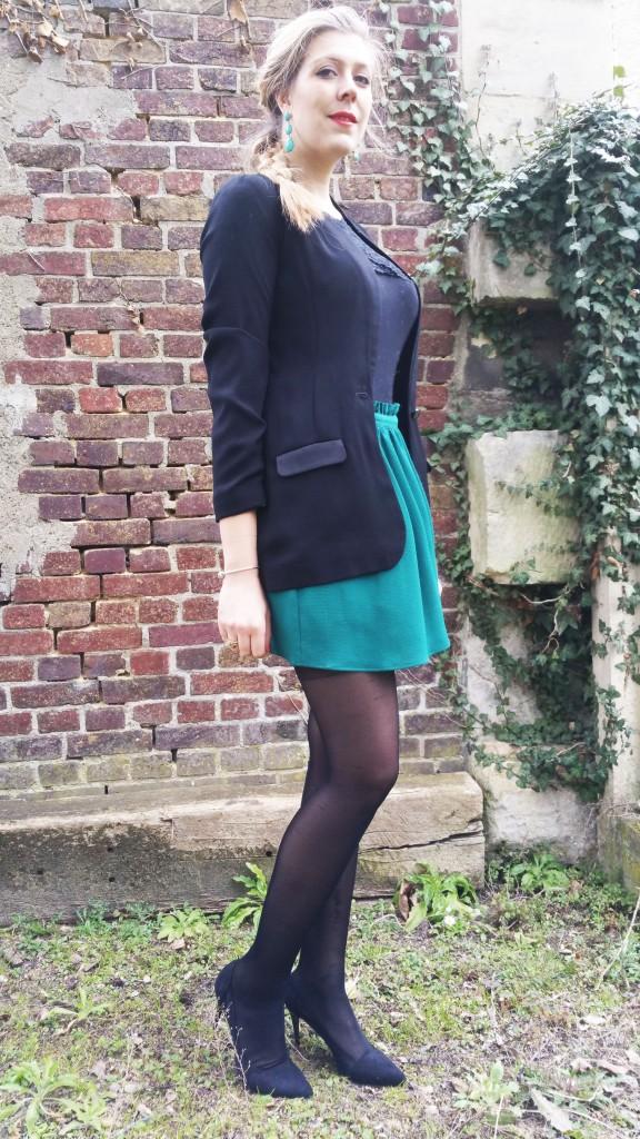 look chic, look tendance, ootd, ootn, outfit of the day, look du jour, blazer femme, veste smocking femme, nafnaf, jupe verte, jupe fluide, jupe émeraude, boucles d'oreilles émeraude, body dentelle, babou, escarpin bimatières, escarpins pas cher, tresse épi, haul, revue, lookbook, blog mode, blogueuse mode