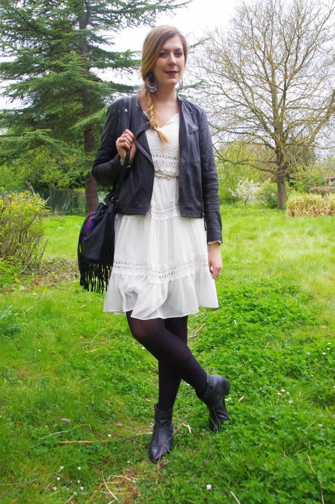 look bohème,  look tendance ,  ss16,  spring ,  summer,  2016, robe bohème, robe boho, derhy, robe dentelle blanche, look 70's, look rétro, tenue du jour, ootd, look, boucles d'oreilles ethniques, parfois, boots cloutées, stradivarius, sac bourse, sac bohème, sac ethnique, mim, look noir et blanc, blog mode, blogueuse mode