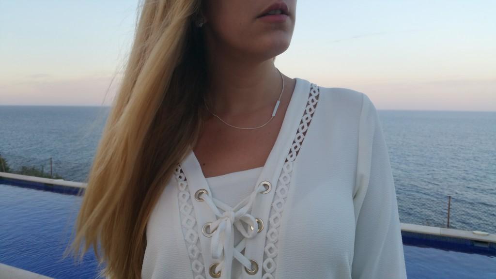robe blanche, robe marin, robe lacée, robe tendance, robe bohème, robe manches trois quart, manches 3/4, derhy, sac besace, petite pochette, sac camel, sac studs, sac clous, sandales dorées, les tropeziennes, suite blanco, blanco, look bohème, look plage, tenue été, ootd, ootn, coucher de soleil, palma de majorque, blog mode, blogueuse mode