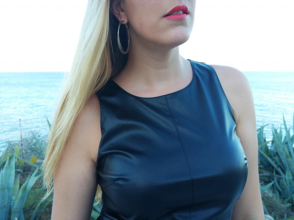 derhy, catwalk, robe du soir, robe tendance, robe cuir et mousseline, robe bimatiere, derhy, gémo, action, pochette à franges, créoles argent, look du soir, tenue du jour, ootd, ootn, look mariage, tenue élégante, tenue classe, blog mode, blogueuse mode
