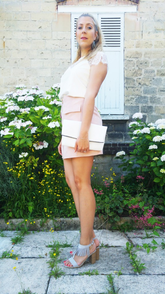 an'ge, ange, primark, newlook, vintage, babou, look nude, look pastel, dentelle et cuir, ootd, ootn, tenue du jour, look femme, look tendance, tenue pastelle, blog mode, blogueuse mode, sandales à franges, simili cuir, suédine jupe, jupe nude