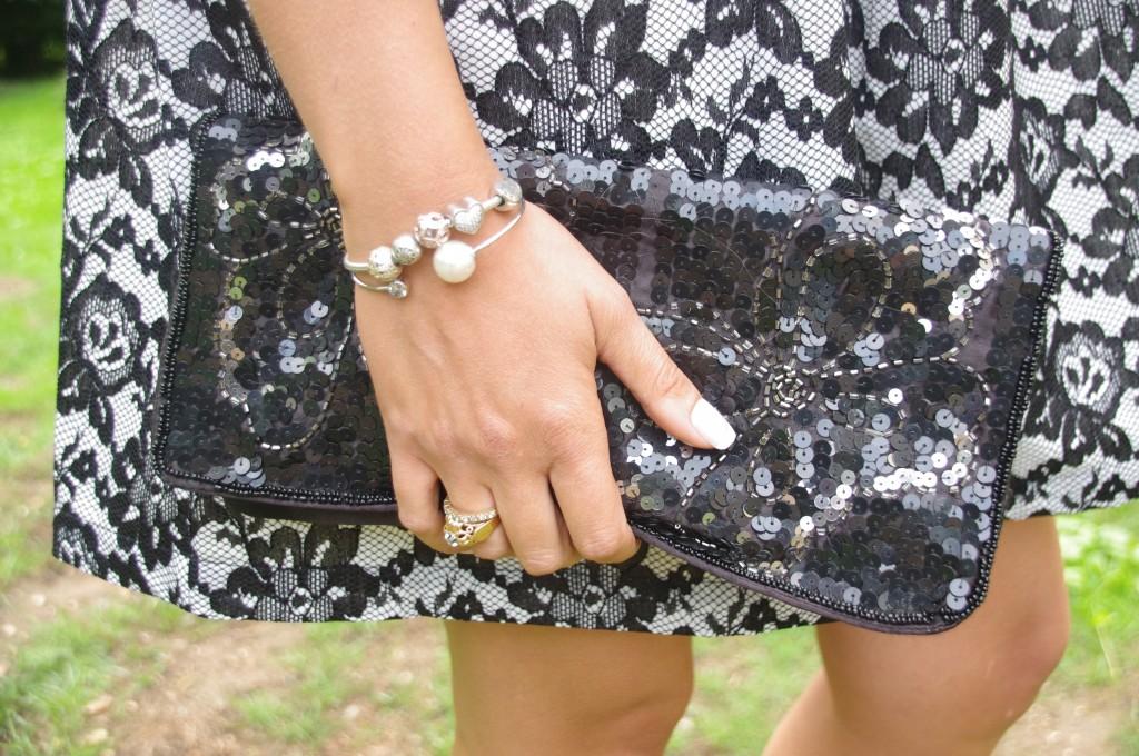 look mariage, tenue cérémonie, robe derhy, blazer blanc, sandales cobijoux perles, pochettes paillettes, pochette sequins, newlook, look noir et blanc, b&w, tenue du jour, ootd, ootn, mode femme, blog mode, blogueuse mode