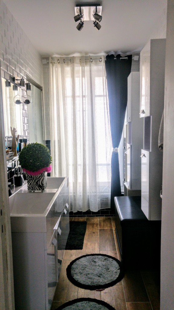 rénovation, déco, salle de bain, avant après, d&co, travaux, idée déco, inspiration déco, blog déco, carrelage métro, carrelage parquet, noir et blanc, babou, casa, mise au green, noir gazol