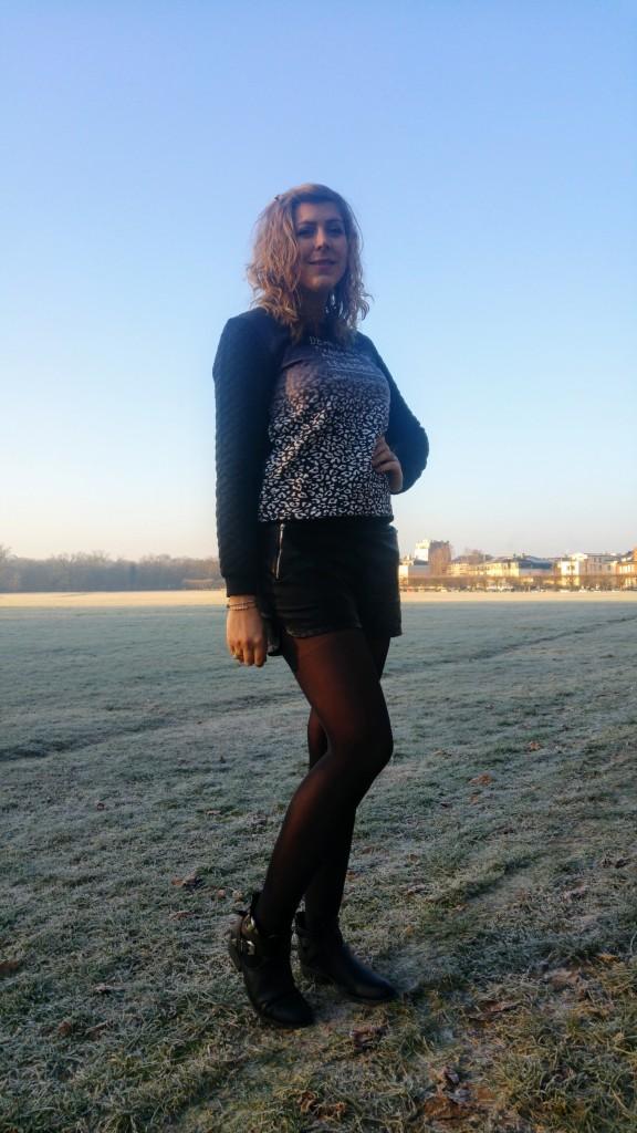 ootd, look, tenue du jour, idée de tenue femme, sweat léopard, citation, quote, top message, sweat à message, quote sweat, babou, short cuir, short simili cuir, etam, boots cut out, bout ajourées, boots découpées, boots ouvertes, blog mode, blogueuse mode, style d'un jour