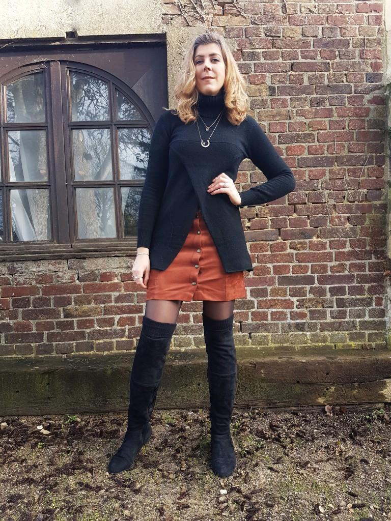look, ootd, tenue du jour, vintage, seventies, jupe en cuir, jupe daim, jupe suédine, fripes belgique, babou, pull assymétrique, pull destructuré, look soirée, look tendance, blog mode, blogueuse mode