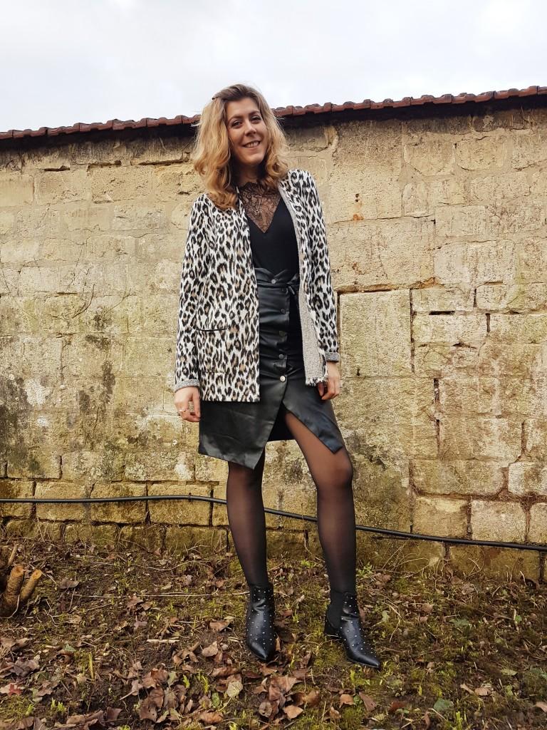 look, ootd, ootn, tenue saint valentin, veste leopard, blazer leopard, jupe en cuir vintage, jupe crayon cuir, top dentelle, débardeur dentelle, bottines cloutées, stradivarius, miss guided, pimkie, h&m, blod mode, blogueuse mode, look rock, look sexy, look boho