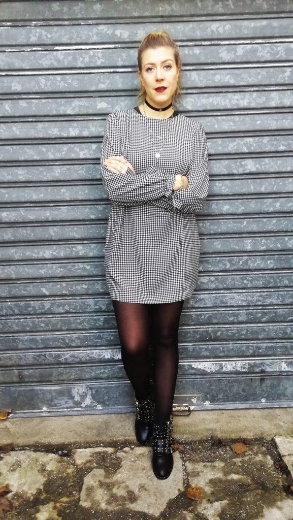 ootd, ootn, outfit, look du jour, tenue du jour, manteau rouge, koton france, robe vichy, robe droite, boots ersatz givenchy, boots à clous, boots à boucles, choker, pimkie, blog mode, blogueuse mode, Paris