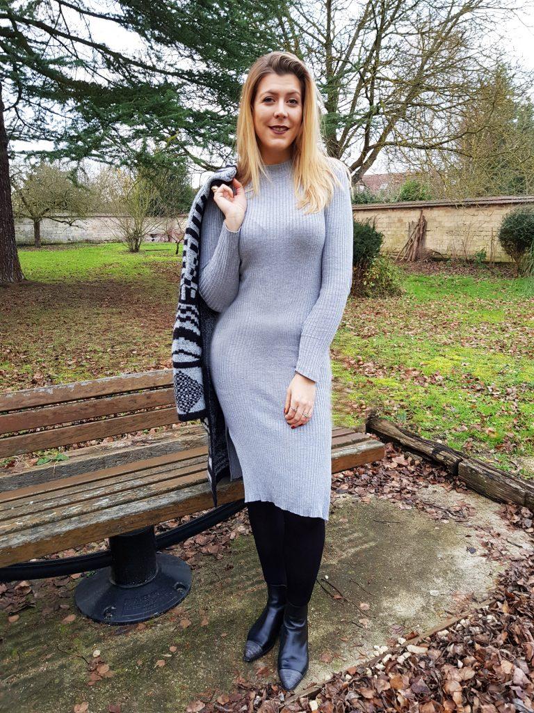 look, tenue du jour, ootd, ootn, robe maille cotelé, robe moulante grise, gilet doudou, gilet veste, gilet chaud, look hiver, look comfy but sexy, tenue chaude et élégante, blog mode, blogueuse mode
