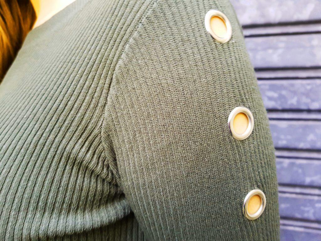 look, ootd, tenue du jour, camo, camouflage, army, skirt, jupe militaire, imprimé militaire, jupe midi plissée, bottes vintages, pull oeillets, look rock, look rétro moderne, blog mode, blogueuse mode
