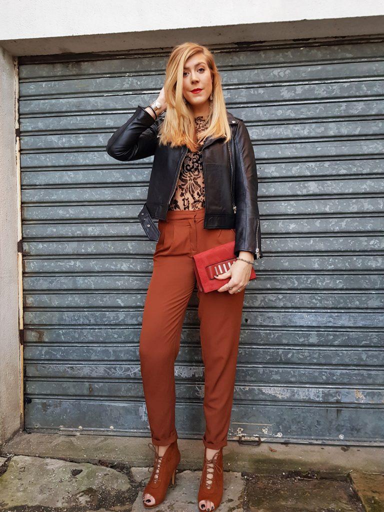 perfecto, look, ootd, ootn, look du jour, style d'un jour, tenue du jour, idée look femme, lookbook, rouille, peep toes, camel, top dentelle, look glam chic, look rock chic, tenue de soirée, blog mode, blogueuse mode