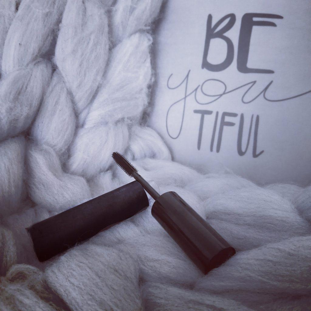 diy, slow cosmétique, cosmétiques home made, diy mascara, diy eye liner, diy vernis, reélaiser ses cosmétiques, recette mascara, recette liner, recette vernis, aromazone, kit diy, blog beauté, blogueuse beauté, tuto diy,
