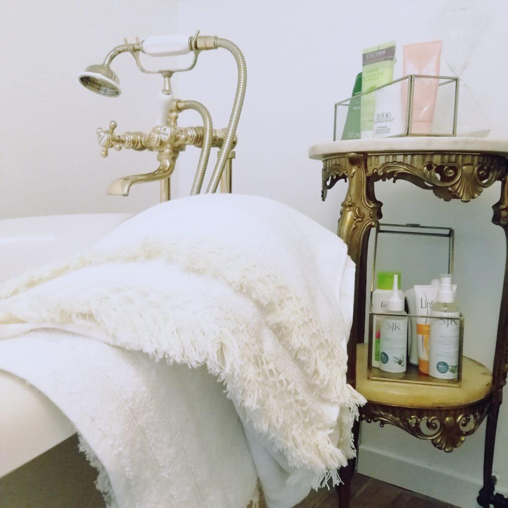 diy, serviettes personnalisées, tuto diy, serviette de bain bobo, boheme, dohemian déco, décoration, salle de bain, baignoire, linge de bain personnalisé, blog diy, blogueuse diy