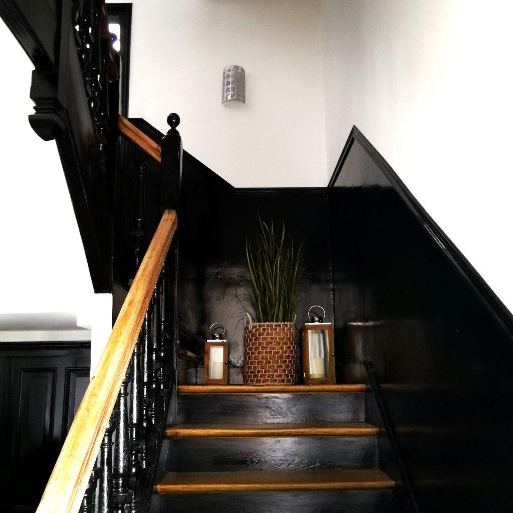 travaux, déco escalier, décoration palier, escalier peint, déco escalier, escalier bicolore, blog déco, blogueuse décoration