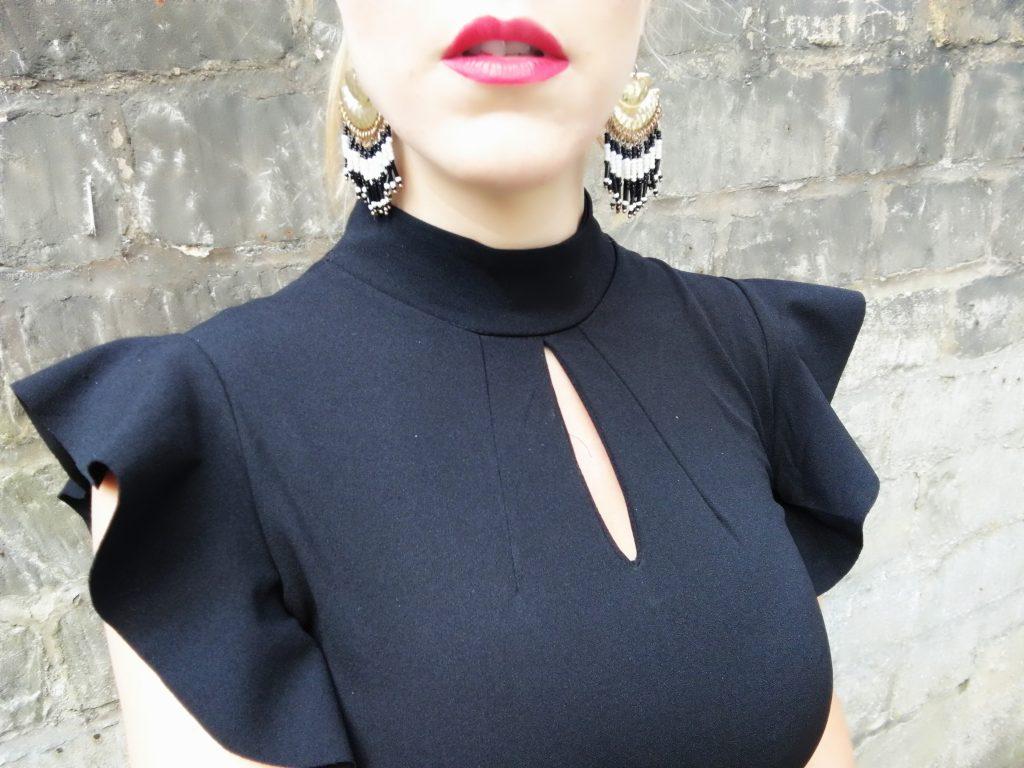 look soirée, tenue sortie femme, ootn, outfit, tenue du jour, idée look femme, tenue de cérémonie femme, look de soirée, blog mode, blogueuse mode, robe bodycon, escarpins vernis, robe volants, total look black