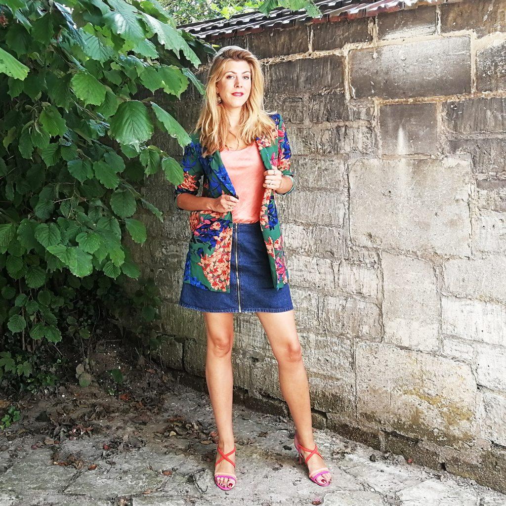 Look, kimono, top lingerie, jupe zippée, jupe trapèze, rose orange, blog mode, blogueuse mode, blazer été, look bureau été, tenue canicule travail femme, inspiration look, tenue été 2018, missglamazone